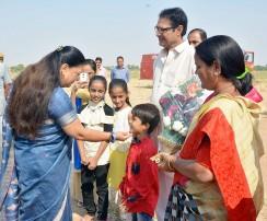 मुख्यमंत्री ने किया जिले की विशिष्टताओं पर आधारित प्रदर्शनी का अवलोकन