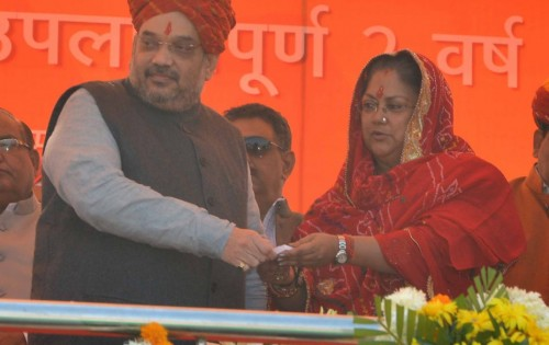 मुख्यमंत्री श्रीमती वसुन्धरा राजे ने कहा कि प्रदेशवासियों के संबल से ही राजस्थान देश के अग्रणी प्रदेशों में शामिल हो रहा है। उन्होंने राज्य सरकार की दूसरी वर्षगांठ पर विशाल जनसमूह को सम्बोधित करते हुए प्रदेश में दो वर्षों में सर्वांगीण विकास की परिकल्पना को धरातल पर लाने के प्रयासों के साथ उपलब्धियों की जानकारी दी और जनकल्याण से जुड़ी अनेक घोषणाएं की।