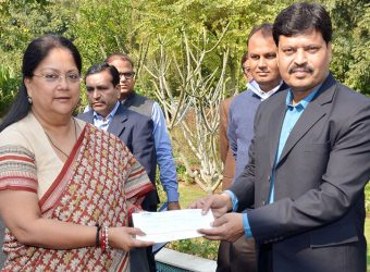For jal swavlamban abhiyan 1.51 lakh cheque gifted to CM