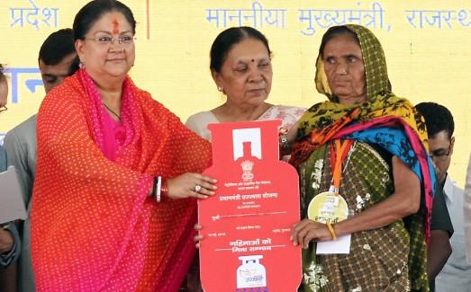 CM Smt. Vasundhara Raje at the Regional Launch of Pradhan Mantri Ujjwala Yojna