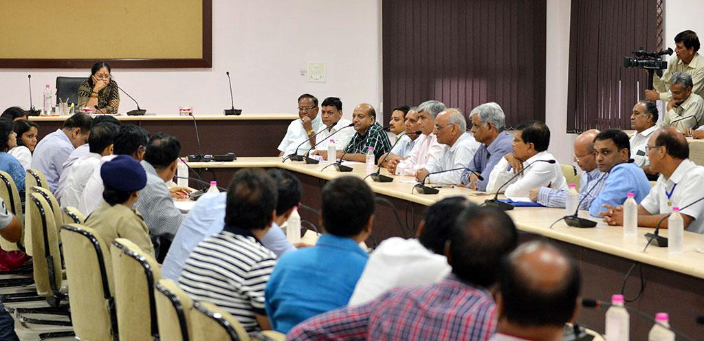 Vasundhara Raje -  Entrepreneurs to come forward in the development of the district