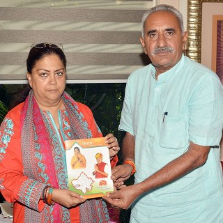 मुख्यमंत्री ने सिवाणा विधानसभा क्षेत्र की विकास पुस्तिका का विमोचन किया