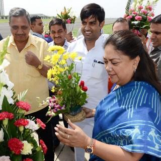 मुख्यमंत्री का जयपुर स्टेट हेंगर पर स्वागत