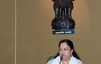 Vasundhara Raje - District in charge ministers & secretaries, meeting every month