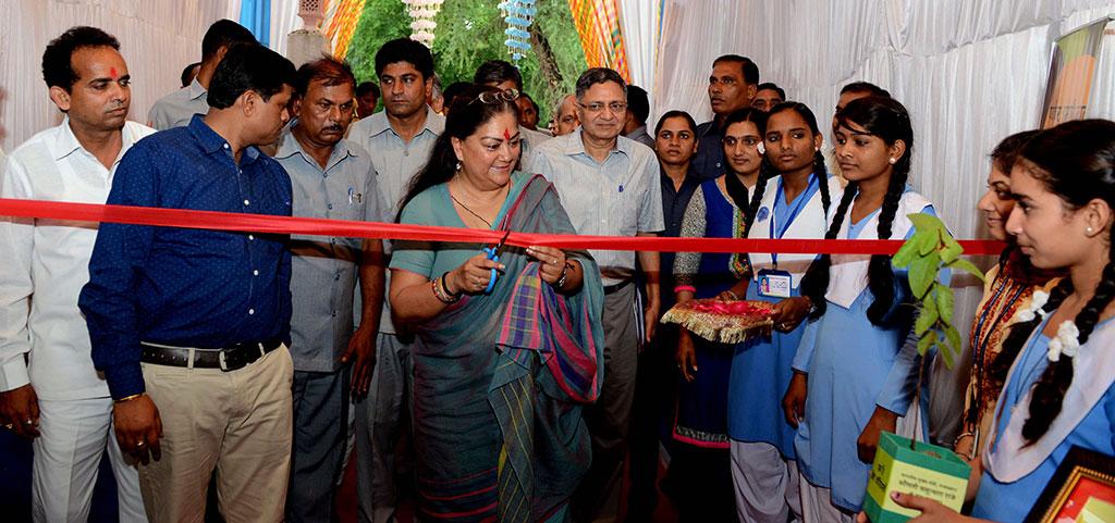 मुख्यमंत्री ने किया विकास प्रदर्शनी का उद्घाटन सफलता के सोपान देख अभिभूत हुई मुख्यमंत्री