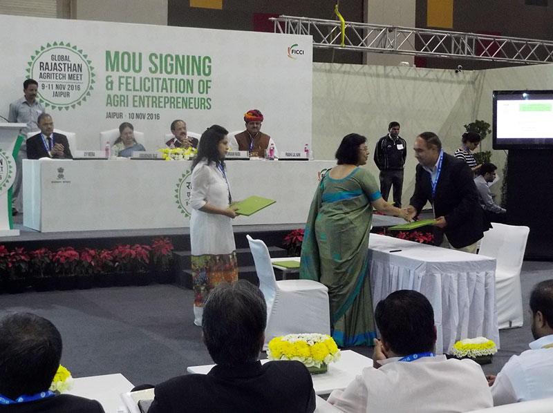 MoU signing In front of the Union Minister for Urban Development Housing, Urban Poverty Alleviation, & Parliamentary Affairs, Mr. Venkaiah Naidu and the Chief Minister of Rajasthan, Ms. Vasundhara Raje. The MoU signing was done by Principal Secretary Agriculture, Ms. Neelkamal Darbari on behalf of the Government of Rajasthan today at 'GRAM 2016' at JECC, Sitapura, Jaipur.