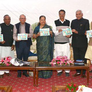 मुख्यमंत्री ने नागौर विधानसभा क्षेत्र की विकास पुस्तिका का विमोचन किया