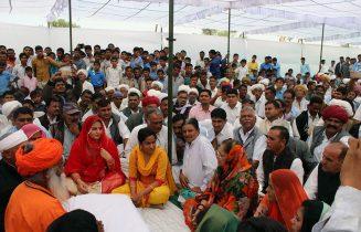 मुख्यमंत्री वसुन्धरा राजे ने पूर्व विधायक स्वर्गीय चौधरी के निवास पहुंच उनके परिजनों को सांत्वना दी