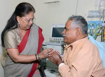 cm meets kirodi singh bainsla in SMS Hospital CMP_7863