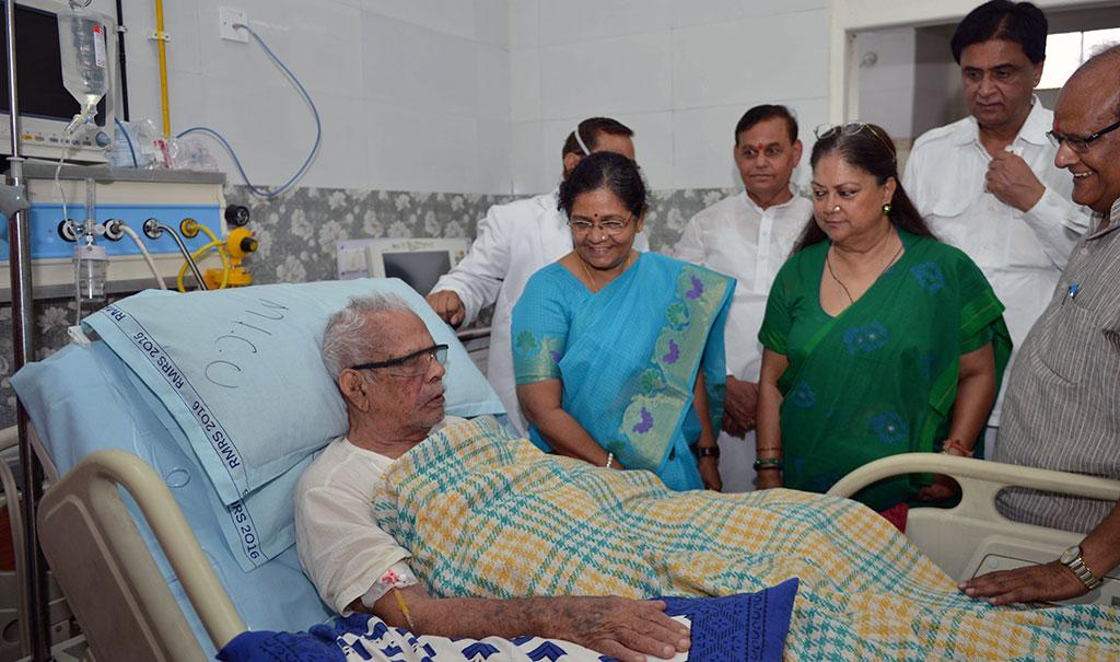 cm inquires on health of shri bhanwar lal sharma sms hospital
