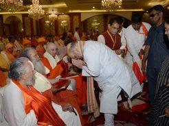 vasundhara-raje-amit-shah-sadhu-sant-at-shakun-hotel-CMP_6350