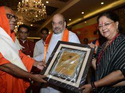 vasundhara-raje-amit-shah-sadhu-sant-at-shakun-hotel-CMP_6360