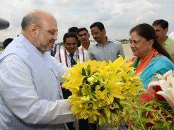vasundhara raje welcomes amit shah in jaipur rajasthan CMP_5608