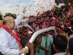 vasundhara-raje-welcomes-amit-shah-in-jaipur-rajasthan-CMP_5756