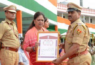 मुख्यमंत्री ने स्वतंत्रता दिवस पर 69 प्रतिभाओं को किया सम्मानित
