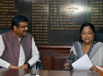 CM meets Minister of State for Petroleum and Natural Gas Shri Dharmendra Pradhan DSC_4965