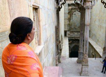 vasundhara raje at raniji ki bawadi in bundi CMA_0409