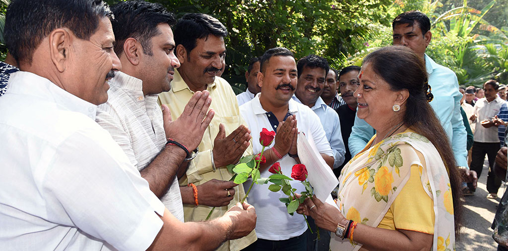 employees association thank vasundhara raje 7th pay commission CLP_4783