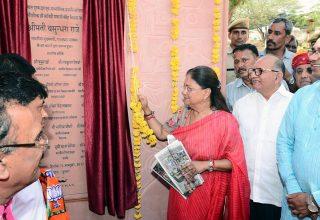 मुख्यमंत्री ने सावित्री माता मंदिर पुष्कर में विकास कार्यो का लोकार्पण किया