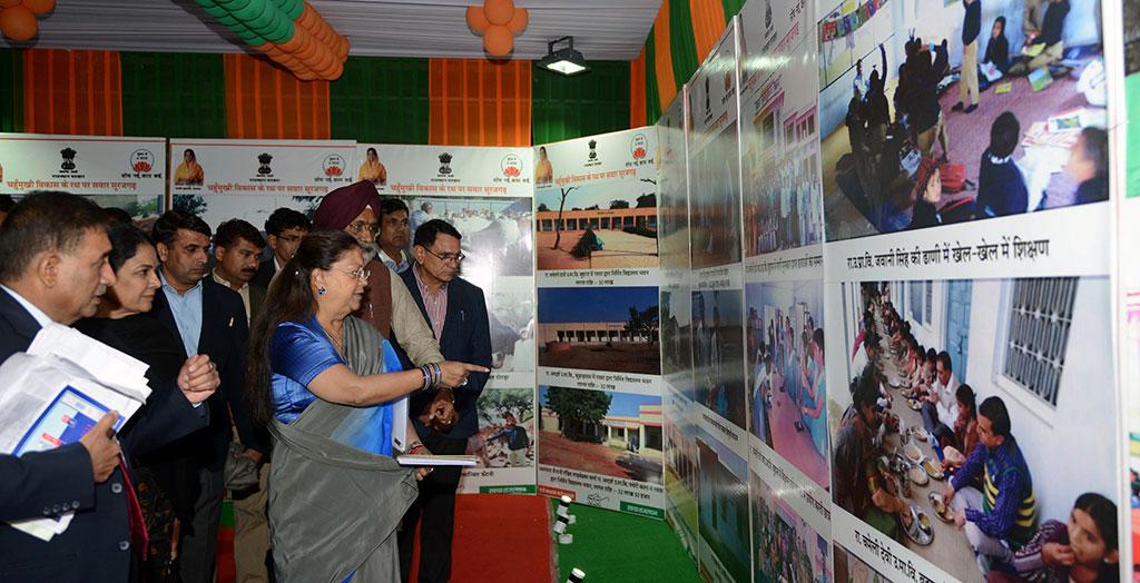 cm exhibition beti bachao yojna bjp meeting surajgarh junnjhunu CMP_9461