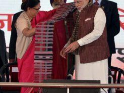 vasundhara-raje-narendra-modi-barmer-refinery-inauguration-CMP_7502
