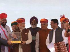 vasundhara-raje-narendra-modi-barmer-refinery-inauguration-CMP_7817