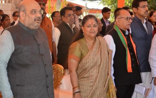 मुख्यमंत्री श्रीमती वसुन्धरा राजे ने राज्य सरकार की दूसरी वर्षगांठ के अवसर पर जनपथ पर आयोजित 'विकास संकल्प समारोह' में प्रदेश के कोने-कोने से आए अपार जन समूह के बीच जनकल्याण को समर्पित करीब 9 हजार करोड़ रूपये के विकास कार्याें की घोषणाओं के साथ प्रदेशवासियों को अनेक सौगातें दीं।