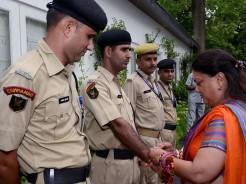 vasundhara raje ties rakhi to policemen
