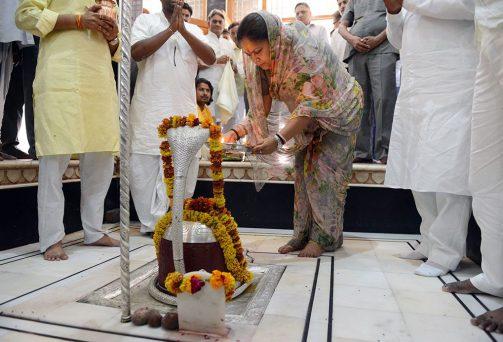 मुख्यमंत्री ने गुप्तेश्वर महादेव एवं श्री दादू मंदिर में दर्शन किए, गोटेलाव बांध एवं गुप्तेश्वर की तलाई का निरीक्षण किया
