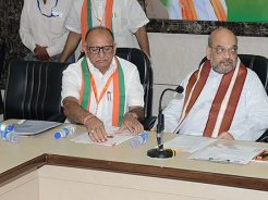 vasundhara-raje-meeting-amit-shah-at-bjp-office-rajasthan-with-ministers-CMA_6719