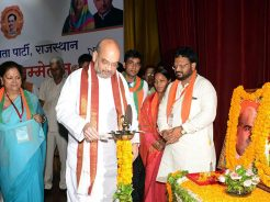 vasundhara-raje-meeting-amit-shah-enlightenment-conference-CMA_6857