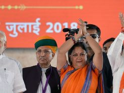 narendra-modi-and-vasundhara-raje-jaipur-beneficiaries-meeting-CMP_7523