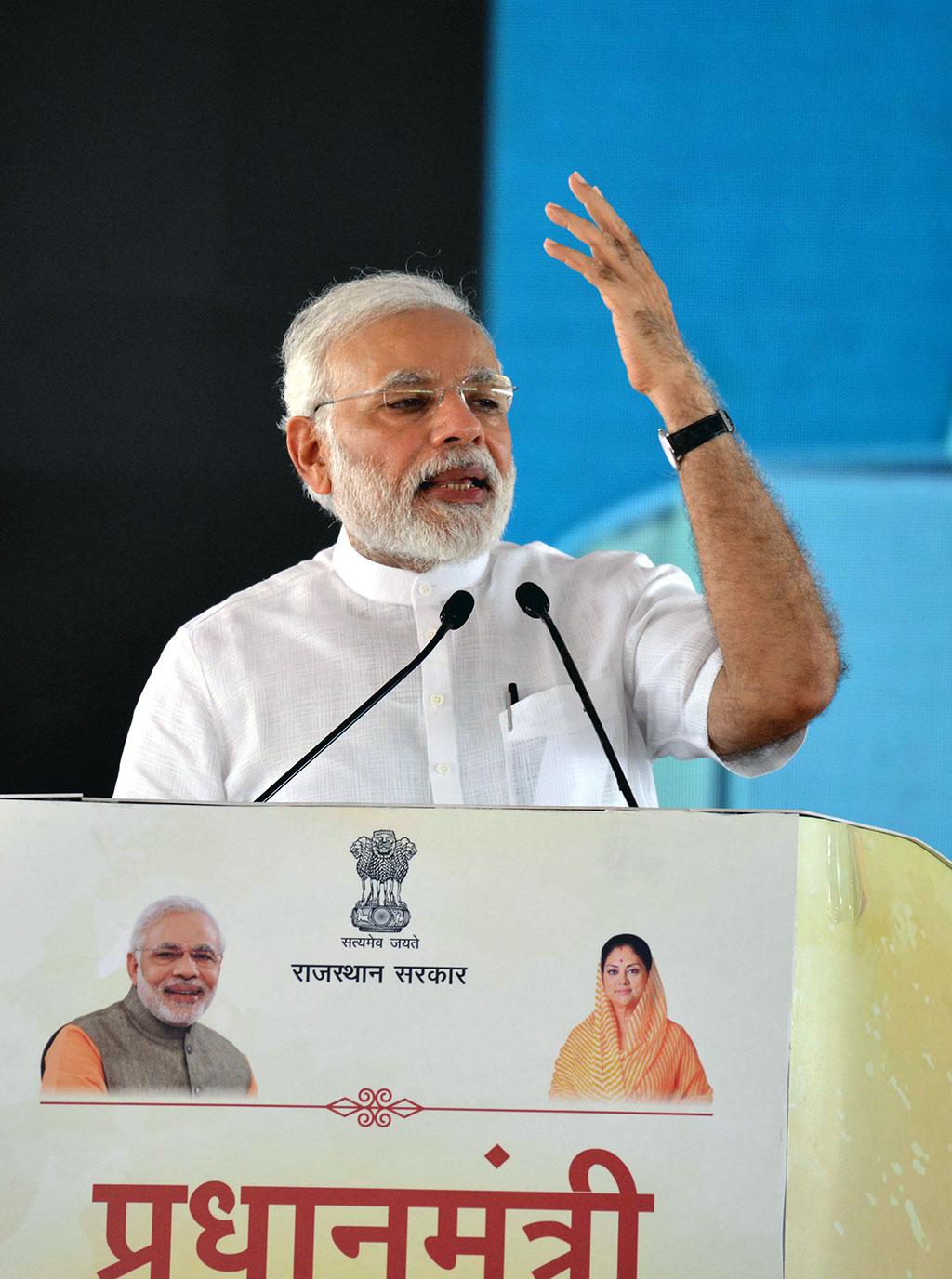 narendra-modi-and-vasundhara-raje-jaipur-beneficiaries-meeting-CMP_7784